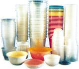 Разноцветные и многослойные миски, тарелки, тортовницы и снова стаканы